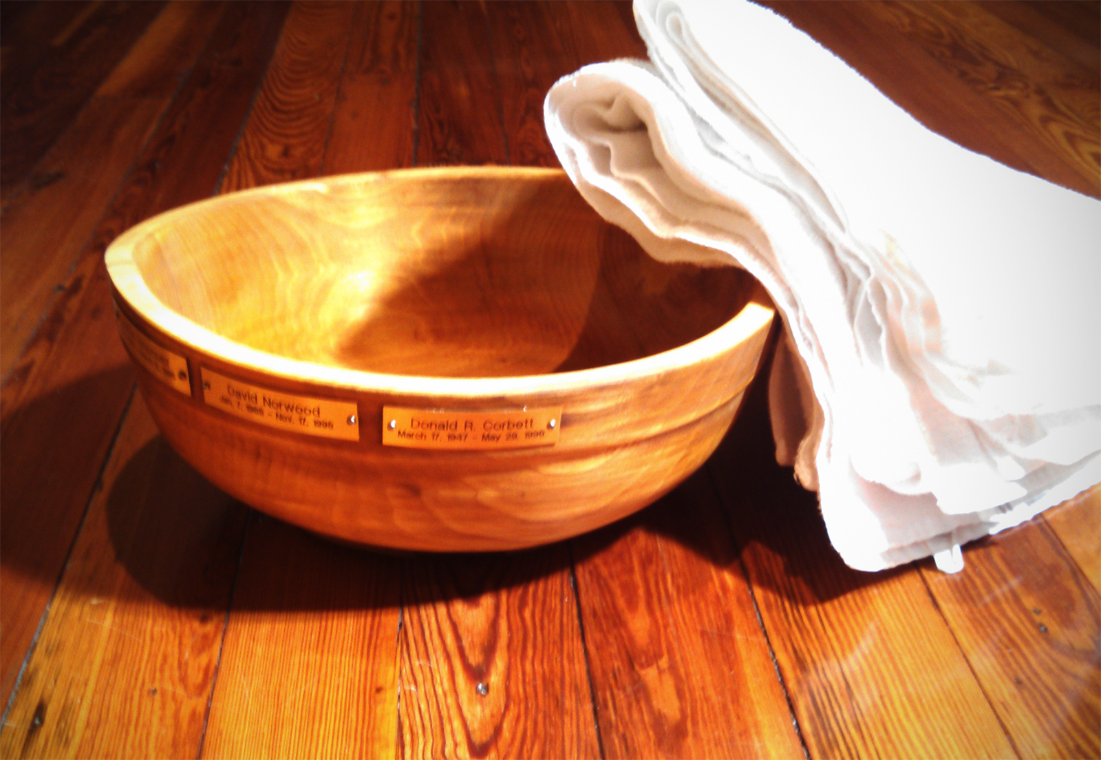 picture of wooden feet washing bowl.